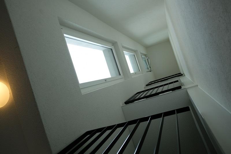 wie reinigt man diese fenster arag. Black Bedroom Furniture Sets. Home Design Ideas